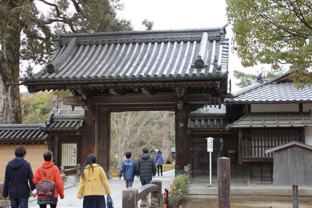 金閣寺の門