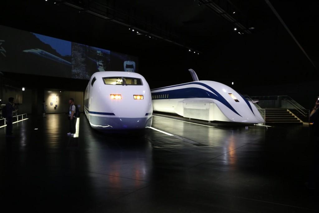 リニアモーターカーと新幹線の試作機