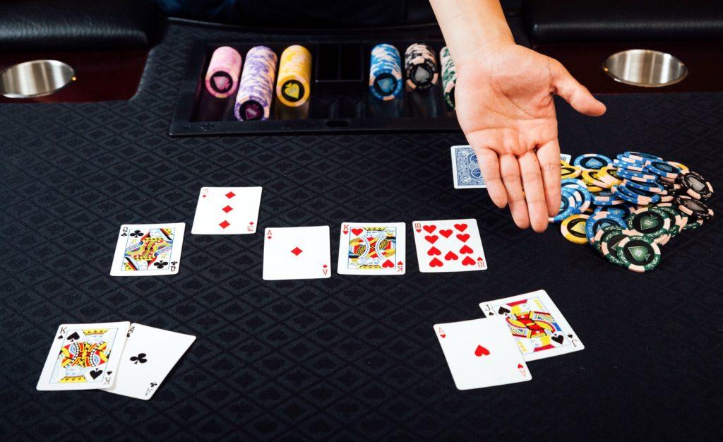 ギャンブル依存症大国日本にカジノは必要か?